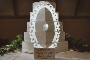 fairytale-mirror-disney-snow-white-wedding-cake-mapping-projection.jpg
