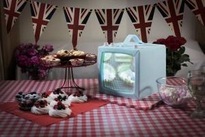 projection-cake-mapping-luma-bakery-bake-off-tv-cake-scaled.jpg